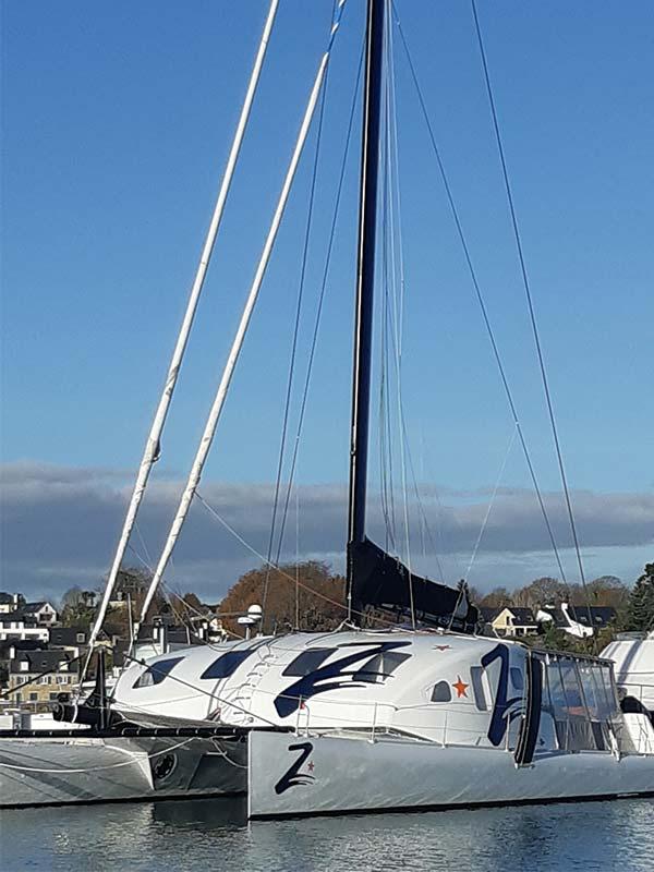Catamaran Z au ponton à Port La Forêt