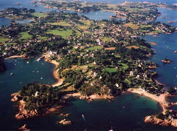 vue aérienne de l'île de Bréhat